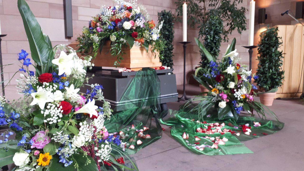 Blumendekoration Trauerhalle Limburgerhof