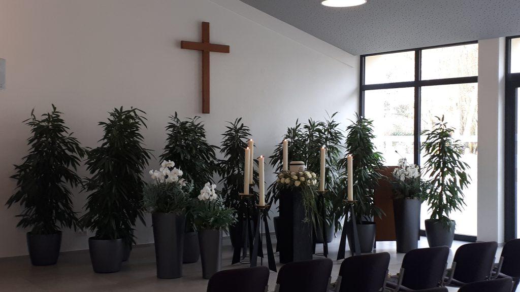 Frisch renovierte Trauerhalle des Friedhofs Ludwigshafen Rheingönheim.