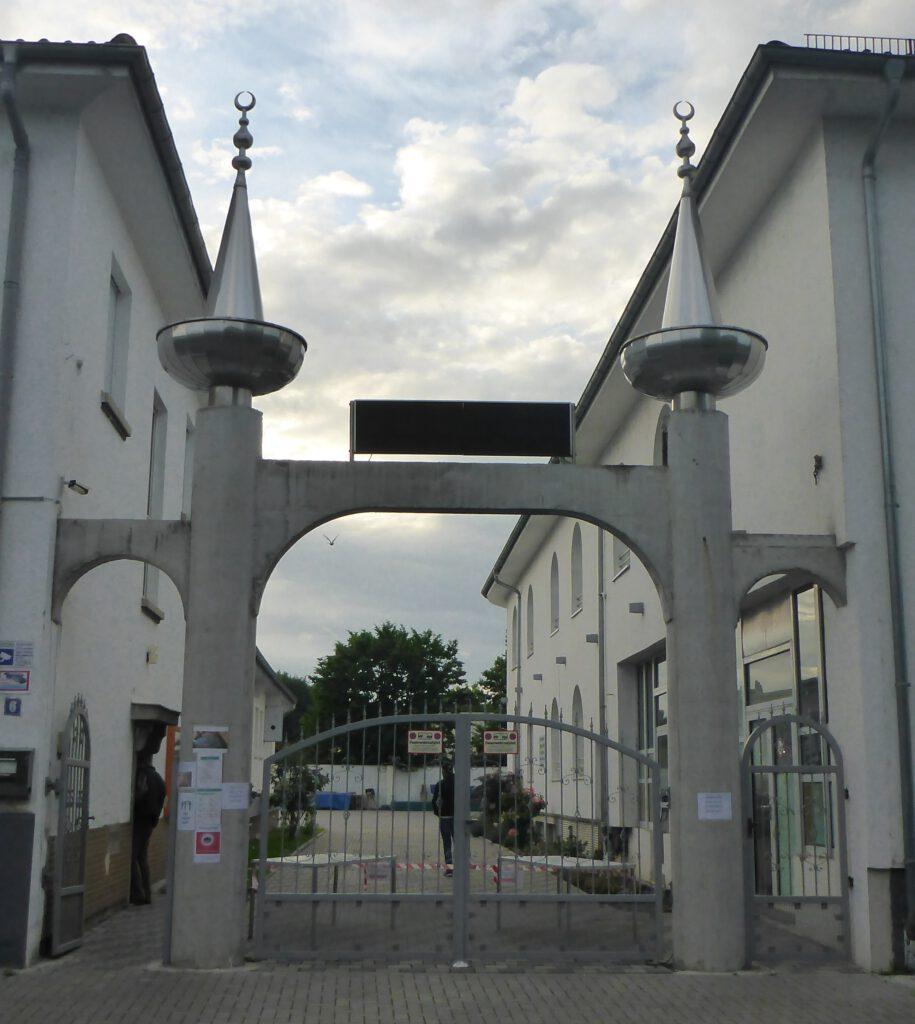 Eingangsportal der Alemi Islam Moschee in Lu/Rh.